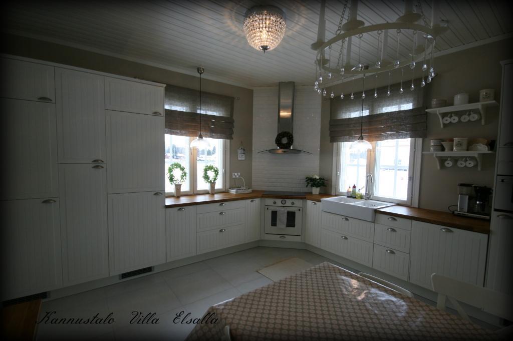 Keittiön uudet verhot  Villa Elsall