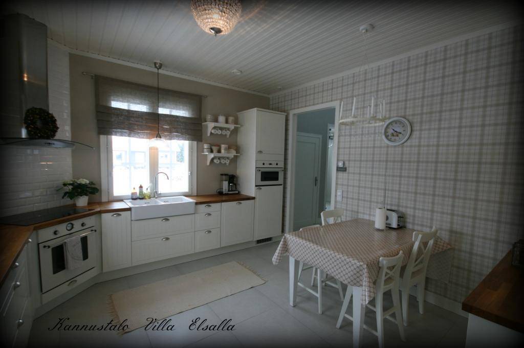 Keittiön uudet verhot  Villa Elsalla